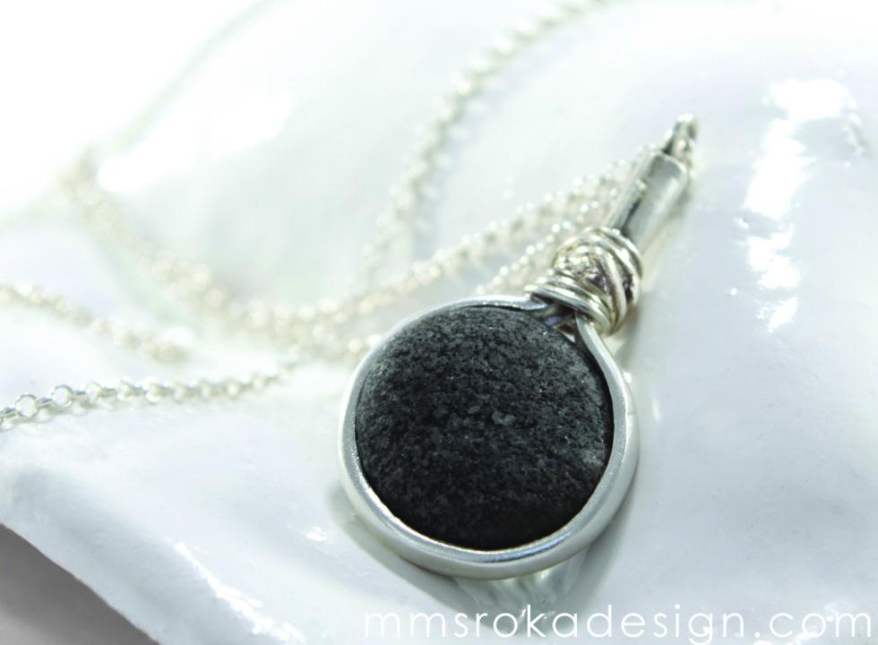 naszyjnik z kamieniem
