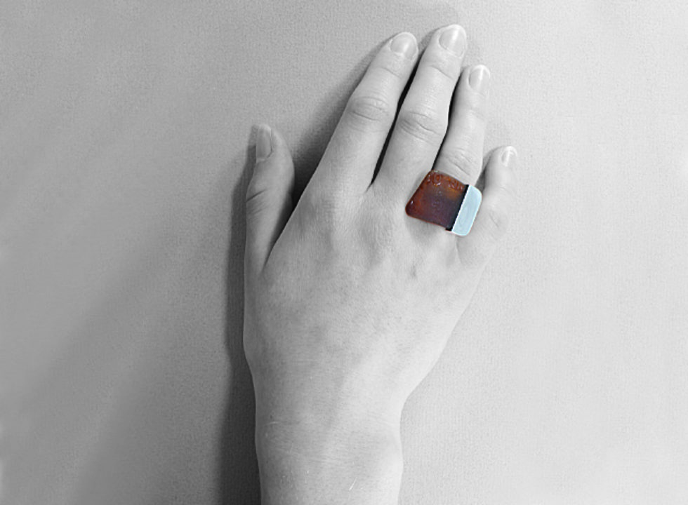 pierścionek srebrny ze szkłem morskim MMP23