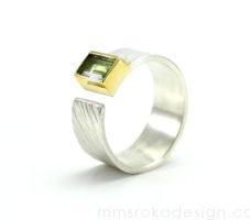 Obrączka srebrna z perydotem MMP69