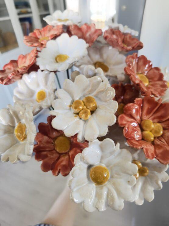 kwiaty z ceramiki
