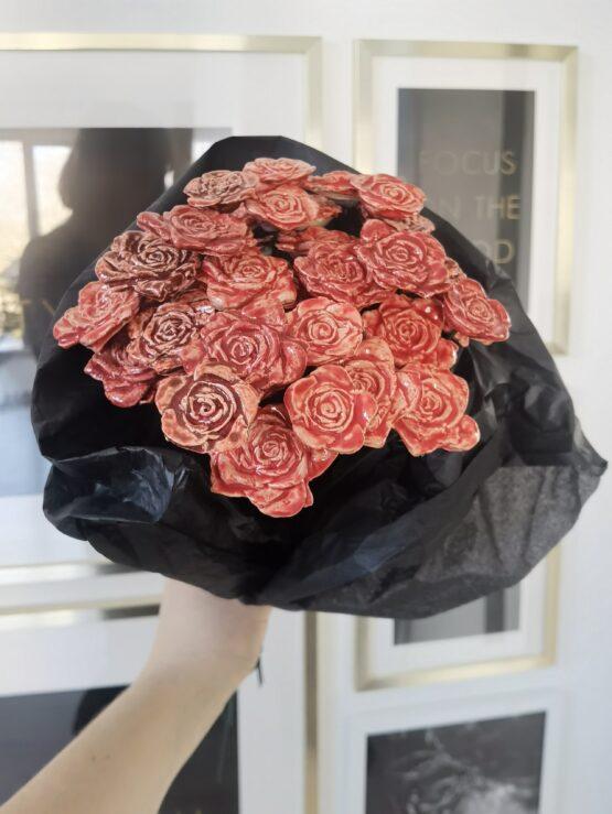 róże z ceramiki