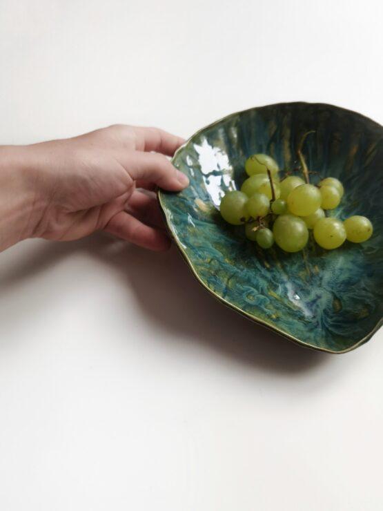 ceramiczna miska w kształcie muszli